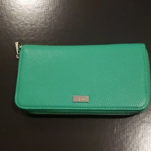 Jewell Wallet by Thirty One